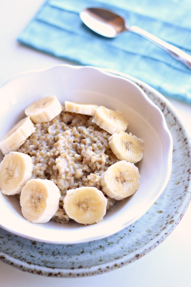 Single Serving Instant Pot Steel Cut Oatmeal Recipe--make one serving of chewy and hearty steel cuts oats easily in your Instant Pot in 15 minutes from start to finish.