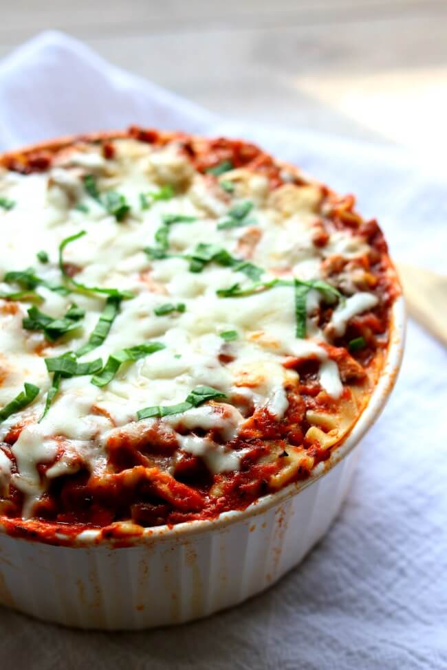 Instant Pot Lasagna--a super easy and totally delicious recipe for lasagna with Italian sausage, spinach, mushrooms and 3 types of cheeses.