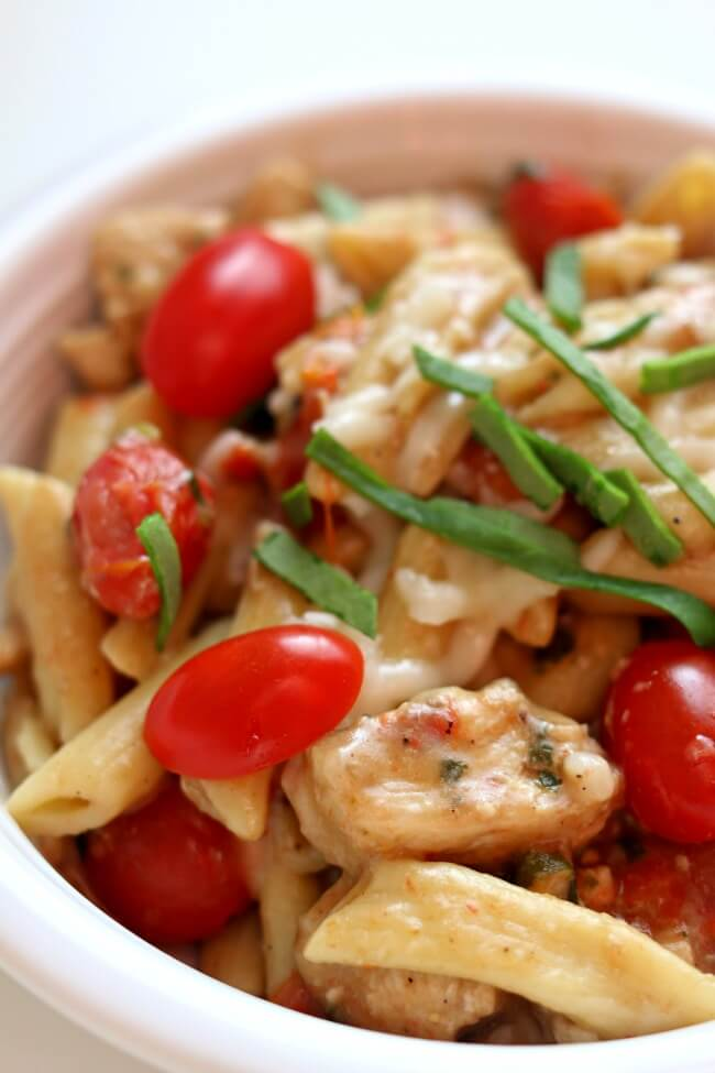 Instant Pot Chicken Margherita Pasta--Penne pasta, bites of chicken, halved grape tomatoes, balsamic vinegar, fresh basil and mozzarella all come together in asimple but totally flavorful one pot meal. I couldn't stop eating this one!