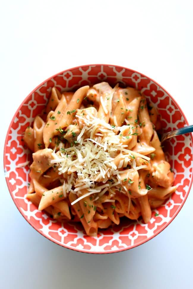 Instant Pot Chicken Alfredo Salsa Pasta--the easiest recipe ever. With just four ingredients and your pressure cooker this is a perfect meal to make when you're busy but still want to put dinner on the table! Kids and adults alike love this creamy penne pasta and will be asking for seconds.
