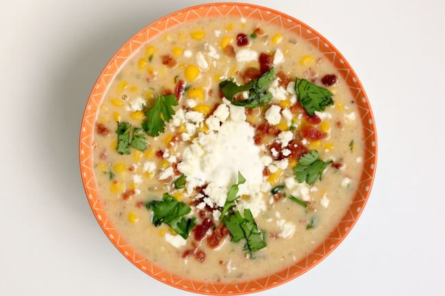 Slow Cooker Mexican Street Corn Soup--all the flavors of Mexican street corn in the form of soup! Seriously delicious corn soup that you can eat even in the summer.