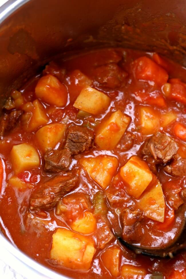 Instant Pot Beef Stew--a super easy recipe for beef stew that doesn't sacrifice flavor. This stew is comfort in a bowl!