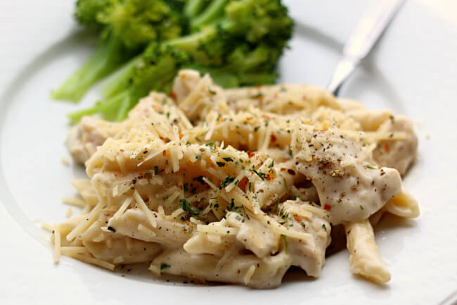 Instant Pot Garlic Chicken Alfredo Pasta--a creamy parmesan garlic sauce envelopes penne pasta and bites of chicken. A quick family dinner made in your electric pressure cooker.