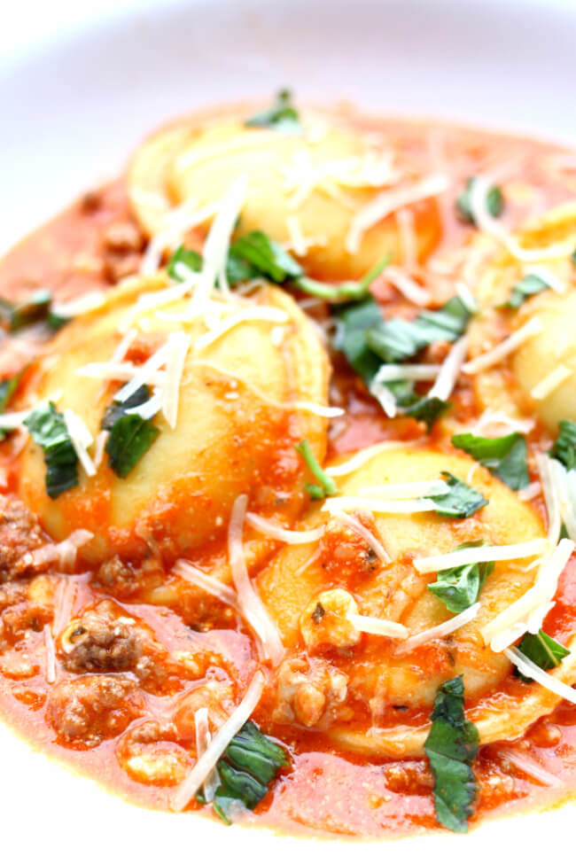 Instant Pot Lasagna Ravioli--a quick and easy meal made with ground beef, ravioli, spaghetti sauce and mozzarella cheese. All the flavors of lasagna without all the work!