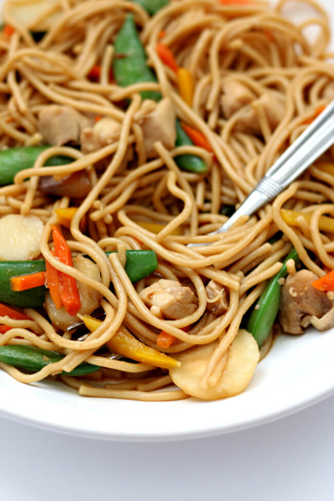 Instant Pot Chicken Lo Mein--an easy make-at-home version of your favorite Chinese takeout meal. Spaghetti, bites of chicken and lots of veggies are pulled together with a savory asian sauce.