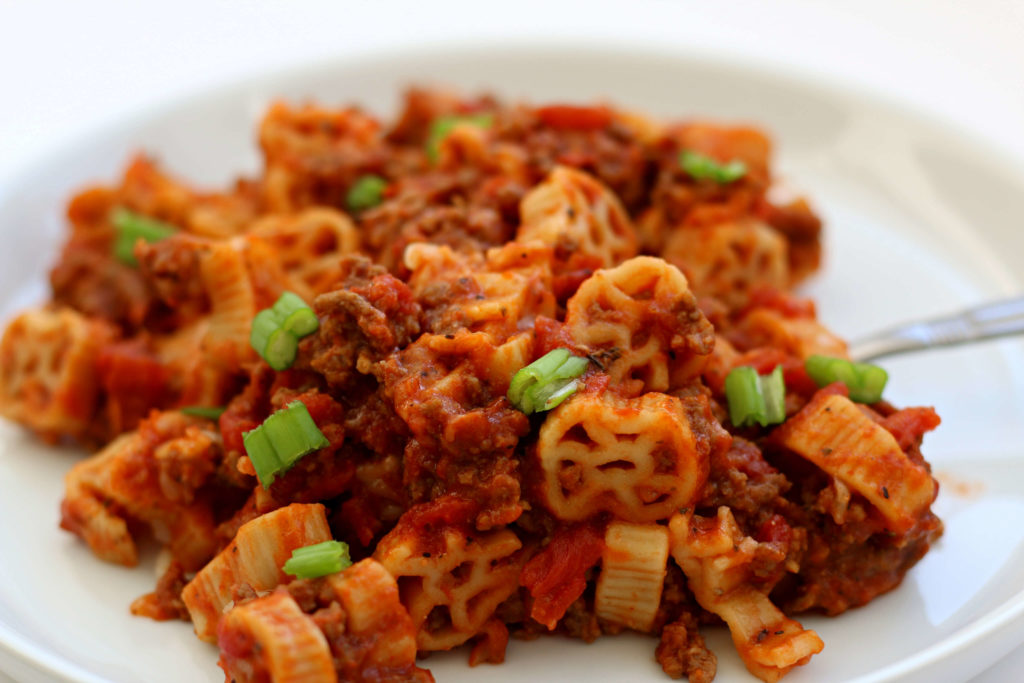 Instant Pot Cowboy Casserole is an easy homemade hamburger pasta meal that will keep your little and big cowboys happy and full. Yee-haw!