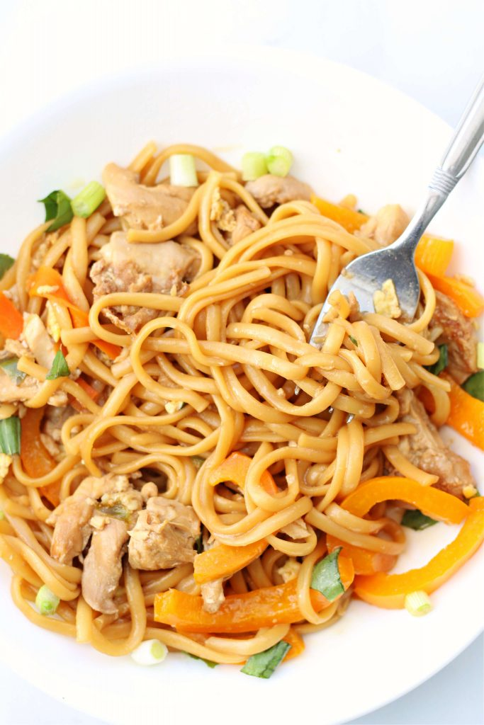 noodles, orange bell peppers and chicken